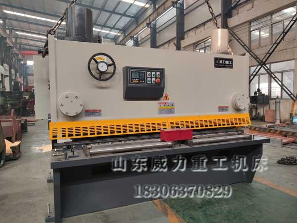 20x2500液压剪板机实物图