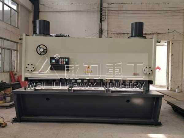 30个厚2.5米液压剪板机