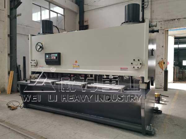 30x3200液压闸式剪板机车间实物图